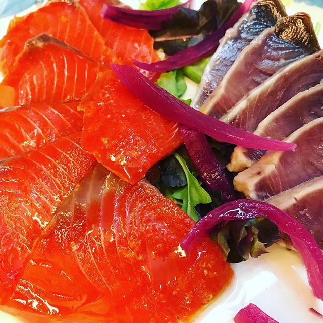 Salmone Sockeye e Palamita nostrana #food #ISCHIA #ristoranteida #topfood #salmone #raw #fish #sashimi #tataki #tonno #nonvelosospiegare