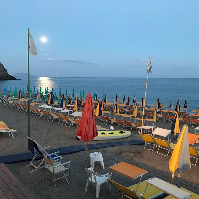 Buona luna #moon #spiaggiadeimaronti #ischia #ristoranteida #fullmoon
