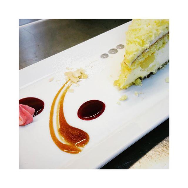La mimosa all'ananas di @angelaspennato #top #food #dessert #cake #cakedecorating #cakes #cakeporn #caketime #dessert #desserts #dessertporn #desserttime #dessertlover #dessertoftheday #pastry #pastrychef#pastrylife #pastrylove #igitalia #igers  #igersitalia #igs #iger  #italia  #ischia #spiaggiadeimaronti #ristoranteida