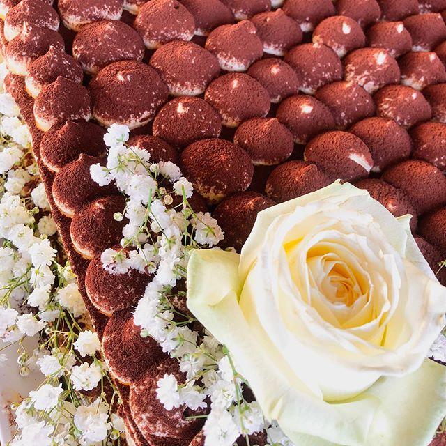 Il nostro tiramisù si è vestito da #weddingcake come richiesto dai nostri #sposi per il loro #matrimonio al #ristoranteida #spiaggiadeimaronti #ischia #love #cake #food